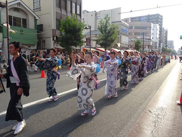今年も民踊流しに参加しました!